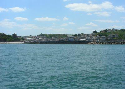 Port_en_bessin_vue_de_la_mer