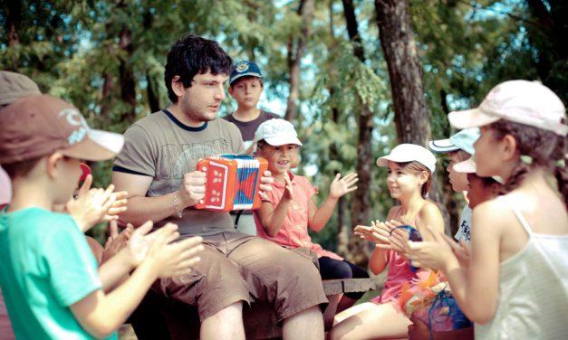 Directive Travel : la spécificité éducative des ACM organisés par les associations reconnue